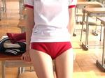 ひとり教室で体操服(ブルマー)に着替えました。