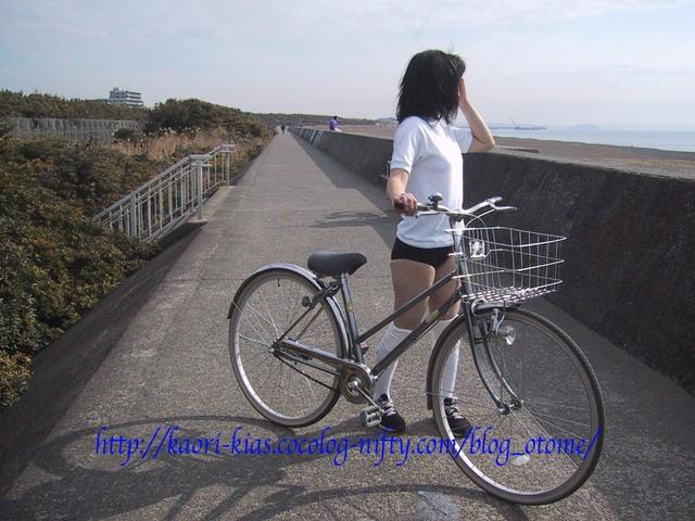 香織のブルマー姿写真館(自転車系)